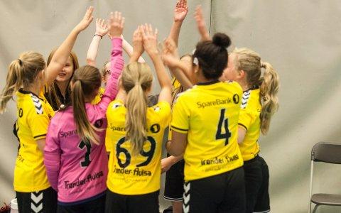 Håndballglede: Endelig kan unge håndballspillere kaste ballen under en kamp igjen. Denne helgen arrangerer Steinkjer Håndballklubb cup.