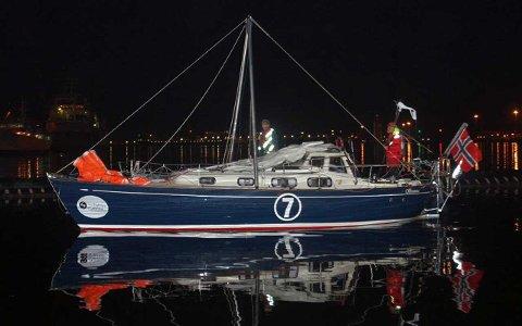 Brukket mast: Det var med brukket mast at båten Olleanna og skipper Are Wiig ankom Cape Town søndag kveld.