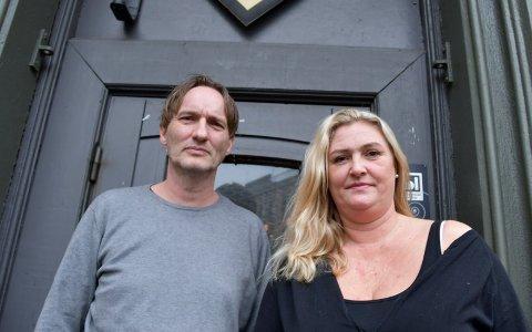 HAR ENGASJERT ADVOKAT: Driverne av Mets i Skien, Johnny Wülfken og Heidi Cathrine Olsen, er i full krig med skjenkekontrollen i Skien kommune.