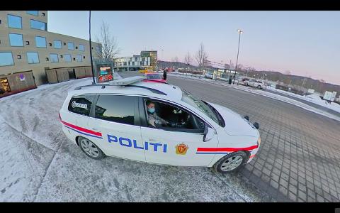 HIT, MEN IKKE LENGER: Nok en gang stilte politiet seg opp på Kammerherreløkka i Porsgrunn. FOTO: Theo Aasland Valen.