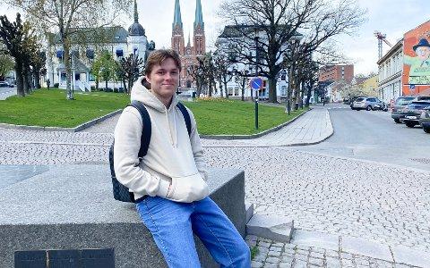 HJEMME PÅ FERIE: Marius Bustgaard Larsen skal være hjemme i Skien fram til midten av juni. Foto: Privat