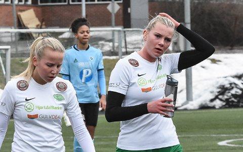 RUTINE OG UNG: Julie Kjosvold Pedersen (t.v) representerer rutinen i årets Snøgg-lag, mens Maren Finnebråten har ungdommens mot.
