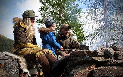 Helga Nerem og samboer Marius Kamsvåg tar ofte med sønnen på tur ut i naturen.