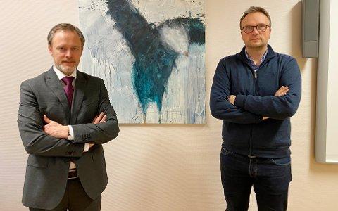 Rådmann Arne Ingebrigtsen (til venstre) og kommuneoverlege Askill Iversen Sandvik i Kristiansund kommune.