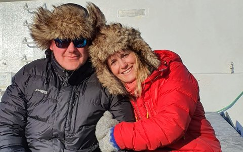 Anders Wiik Mittet og kona Hanne flyttet til Svalbard for å oppleve noe andelenes.