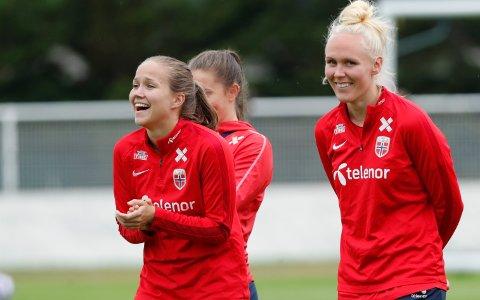Guro Reiten og Chelsea herjet med Maria Thorisdottir og Manchester United. Her er de to på en treningsøkt med landslaget.