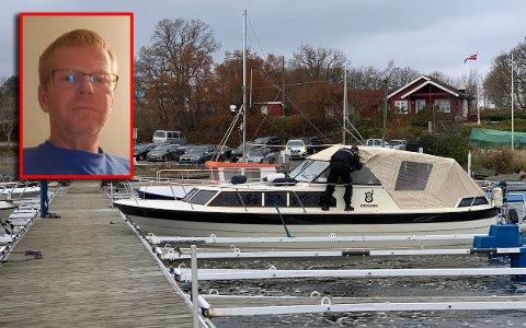 FORRIGE RUNDE: Her undersøker politiet båten etter at tyven var blitt tatt på fersken forrige gang båten til Vidar Bommen ble stjålet.