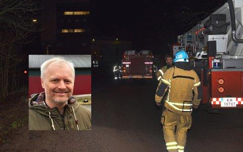 DAMPRØYK: Brannmannskapene kunne heldigvis konstatere at det var falsk alarm.