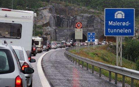 Det blir garantert kø på E18 mellom Oslo og Telemark fredag. Her fra Larvik.