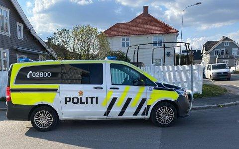 Flere politipatruljer rykket ut til hendelsen søndag ettermiddag.