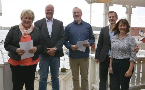 Den gang da: I april ble den historiske intensjonsavtalen for 5K underskrevet på Gjeving. Etterpå valgte politikerne på Vegårshei å trekke seg. Nå sier innbyggerne i de fire andre kommunene også nei.