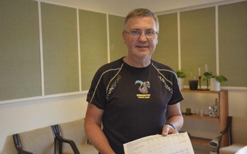Orden i regnskapet: Ole Tom Kroken har holdt styr på Vegårsheis kommuneøkonomi i 31 år, men nå gir han seg. Arkivfoto
