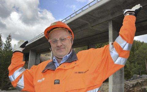 Sagene bru: Kruse Smith Entreprenør har bygget 24 bruer på ny E18 mellom Tvedestrand og Arendal. Per Kristian Knutsen fra Dypvåg har vært prosjektleder. Han synes ikke det er vemodig at det nå er over: - Nei, det er det en ser frem mot hele tiden, sier han.