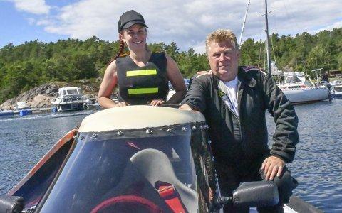 Samkjørte: Caroline har kjørt co-pilot for faren i åtte år. De to har vært rundt forbi, og merker det er visse fordelene med å konkurrere på hjemmebane. Foto: Olav Loftesnes