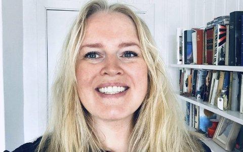 Voksen student: Etter å ha studert klesdesign i Danmark og bodd utenlands i endel år, vendte Tone Gautefald Tveit heimover igjen. Nå er hun snart ferdigutdannet grafisk designer fra Westerdals, og lager bachleoroppgave om favorittfestivalen med samme navn som over.