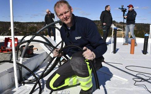 Asbjørn Rugnes: Imponerte bransjefolk under sin demonstrasjon i Tjennheia på Vegårshei fredag. Foto: Olav Loftesnes