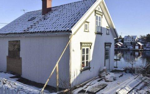 Lyngør: På baksiden av dette huset, over inngangsdøra, ønsker eieren å bygge en kvist, slik at det blir ståhøyde på badet. Politikerne behandlet saken tirsdag.