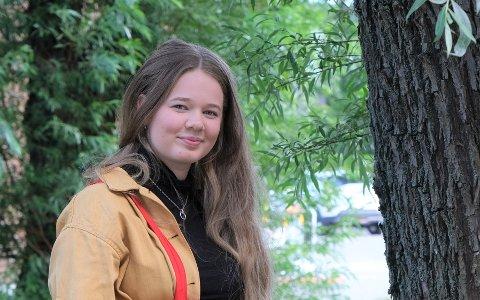 VENNER VEGRER SEG: - De vil gjerne inn i politikken, men er redd for hva de vil møte, sier Milla Skaug Ødegaard om sine jevnaldringer. Hun mener det er et demokratisk problem at ikke flere unge er med i lokalpolitikken.