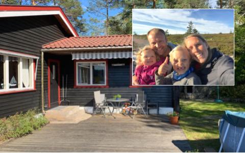 HJEMME: Kristine Flem feirer påsken på hytta.  Fv. Andreas Meek med Sigrid (4 år) og Kristine med Sindre (7).