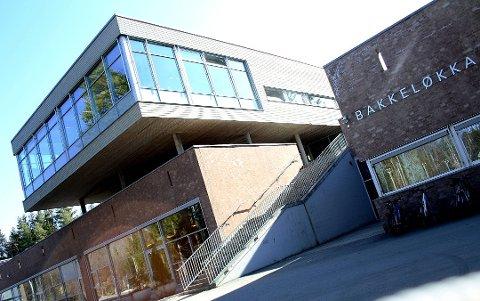 TRE ELEVER SMITTET: Tre elever ved Bakkeløkka skole er smittet etter å ha deltatt på en fest utenfor Tangenåsen ungdomsskole på nyttårsaften. Nå tar kommunen flere grep for å hindre videre spredning.