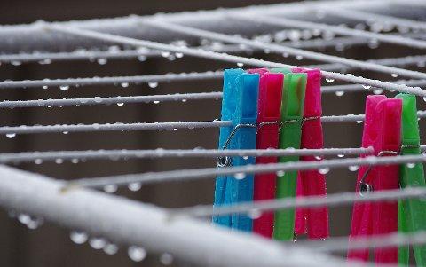 VÅTT: Liten grunn til å henge klær på snora ute i sommer. Illustrasjonsfoto: Tonje Hovensjø Løkken