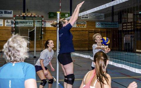 Trente til seier: Damelaget på treningen før sine avgjørende turneringer.Foto: Bonsak Hammeraas
