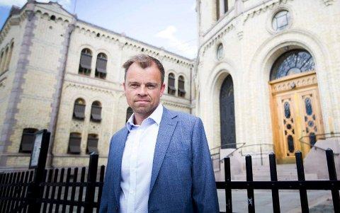 AVVIK I ÅS: Valgforsker Svein Tore Marthinsen sier at Senterpartiets lunkne resultat i Ås er et interessant avvik fra utviklingen i det meste av landet. foto: Lisbeth Andresen/RB.no