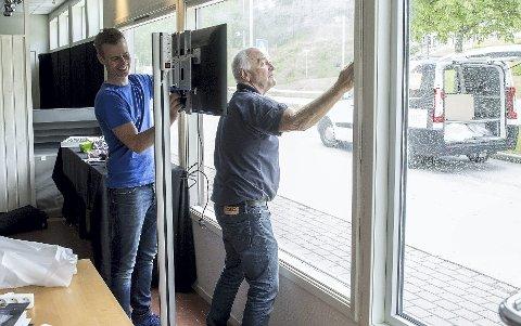 Dugnad: Øyvind Nekstad (t.h)er øverst på inntektstoppen i Tingvoll. Vegard Nekstad (t.v.) ligger på 64. plass.