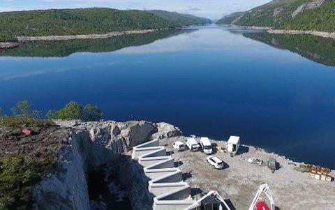 STORE DAMMER: Deg-dammen er bare en av de store dammene til Sira-Kvina. Flere av dammene er forsterket de seneste årene og skal kunne tåle ekstreme påkjenninger.  Varslingen ved eventuelle dambrudd er imidlertid dårligere enn før siden varsling via tyfoner ble fjernet av Sivilforsvaret for noen år siden.