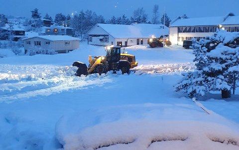 Natt til mandag falt det snø på Knaben.