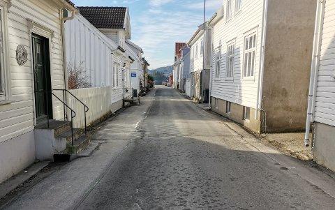 Allègaten i Flekkefjord blir stengt i en måned.