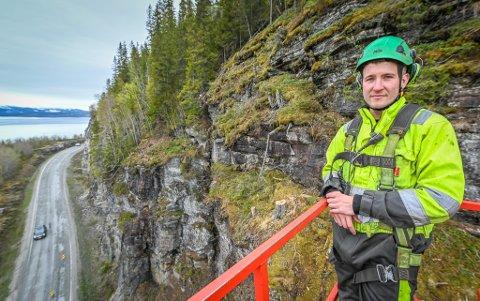 HJH rensker stein i vegskjæringene langs E6 i Skamdalen. Torstein Utland, Mihai Gheorghiu og  Stian Jensen, Bas.