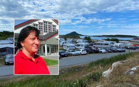 Elisabeth Hetzler (innfelt) driver vertshus i Leinesfjord. Bildet viser ellers campingen som Steigen Sjøhus driver på Røssøya.