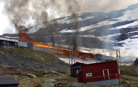 Et togsett ble totalskadd i brannen som oppsto i et snøoverbygg ved Hallingskeid på Bergensbanen. Tirsdag slo Borgarting lagmannsrett fast at Bane Nor ikke er erstatningspliktige overfor NSB og deres forsikringsselskap.