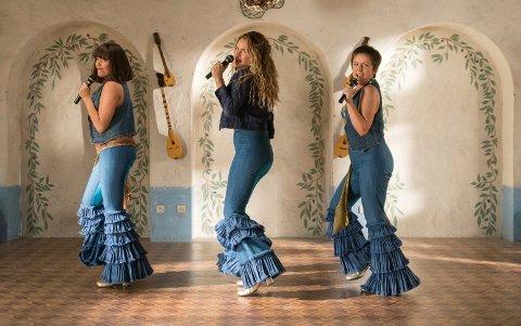 Jessica Keenan Wynn, Lily James og Alexa Davies i en scene fra «Mamma Mia! Here We Go Again.»