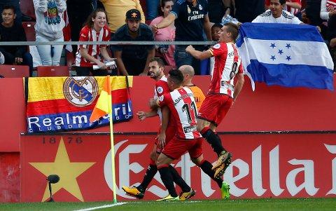 Cristhian Stuani (t.v.) har scoret elleve av Gironas 18 mål denne sesongen. (AP Photo/Manu Fernandez)