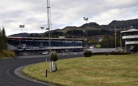 Bergen Travpark har slitt med økonomien over flere år. Nå kommer tre tidligere ansatte med kritikk av hvordan travparken drives.