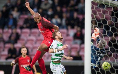 Ayo Simon Okosun (t.v.) er tilbake hos FC Midtjylland til kampen mot Vendsyssel.  (Claus Fisker/Ritzau Scanpix via AP)