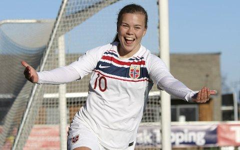 Olaug Tvedten fra Stord scoret 2-0-målet. – Helt sykt fantastisk, sier hun. Foto: Thomas Brekke Sæteren/NTB Scanpix