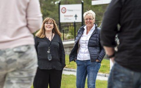 Lisa (44), til venstre med ryggen til. Linda Opedal (39) er pårørende til en rusavhengig og jobber ved Unicare 12trinn i Fana. Sissel (52) er pårørende, mens  André (33), til høyre med ryggen til, har blitt rusfri etter 13 år.