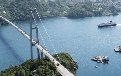 I helgen blir ett felt stengt på Askøybroen i forbindelse med veiarbeid.