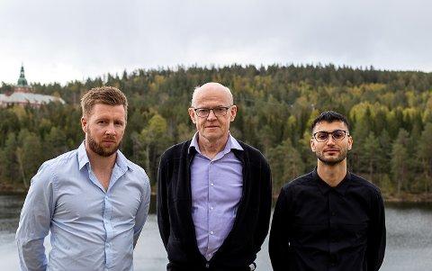 FORSKET PÅ KORONAEN: Førsteamanuensis Sverre Urnes Johnson (fra venstre), professor Asle Hoffart og dobbeltkompetansestipendiat Omid Ebrahimi vil holde årets minneforelesning på Modum Bad.