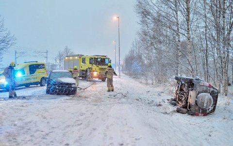 Det var flere trafikkulykker i helga på grunn av snøen som kom. På Lierstranda kolliderte to biler, men sjåførene slapp fra det med lettere skader.