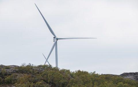 MÅ FLYTTE: Denne turbinen står i Eigersund kommune i Rogaland. No er det klart at utbyggaren på Bremangerlandet må gjere endringar i turbinlayouten for Bremangerlandet vindkraftverk.