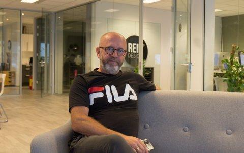 TØFT: Ole Jonny Klopstad, dagleg leiar og eigar i Rein Design, seier det har vore ein tøff periode for selskapet. Likevel ser han positivt på framtida.
