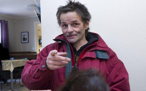 SLIPPER INN VENNER: Bjørn Reidar Belsby (58) er en av dem i rusmiljøet som har andre bostedsløse i miljøet på overnatting. Begge foto: Trond Thorvaldsen