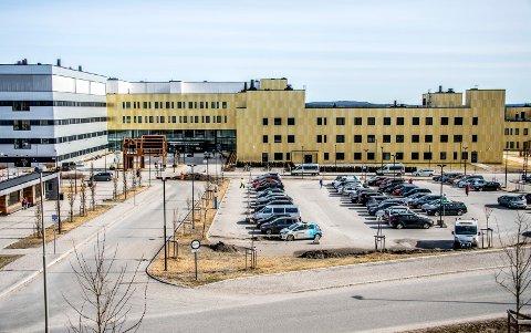 Vil ha svar: Østfold-politikerne på Stortinget reagerer kraftig på det som er kommet frem om sykehuset på Kalnes de siste månedene. Nå krever de svar fra sykehusledelsen.