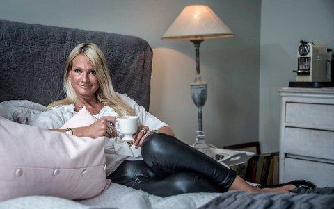 Ryggproblemer: Marita Wennevold Hollen har vært uføretrygdet i et par år på grunn av ryggplager. – Så lenge jeg har tilgang til en sofa, kan jeg utføre ordførergjerningen, sier hun. Hun ble nettopp valgt osm Hvaler høyres ordførerkandidat.