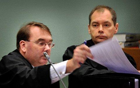 JOBBER FORTSATT: Politiadvokatene Morten Lundén (til venstre) og Jahn Schei har påtaleansvar for hver sin del av saken hvor Fredrikstad kommune og flere enkeltpersoner er anmeldt av varslere.