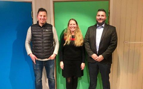 EN JULEGAVE SOM BETYR MYE: (Fra venstre) Mats Arnøy, Belinda Horn Kristiansen og Christer Kristiansen er stolte over å kunne gi en ekstra fin julegave til alle barna som benytter seg av avlastningen.